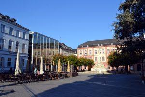 Gilt heute als einer der beliebtesten Plätze der Trierer: Der Kornmarkt nach seiner Umgestaltung im Jahr 2003. Foto: Marcus Stölb